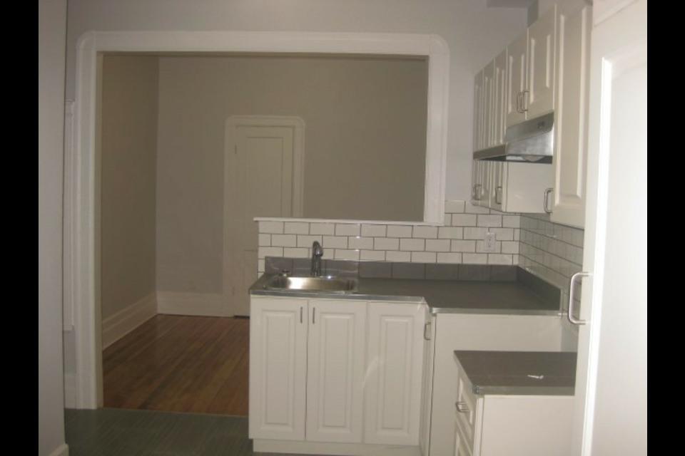 image 2 - Appartamento - In Affitto - Montréal  (Centre-Sud) - 4 stanze