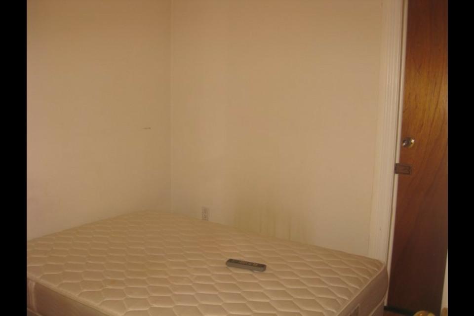 image 0 - Apartment - For rent - Montréal  (Saint-Michel) - 2 rooms