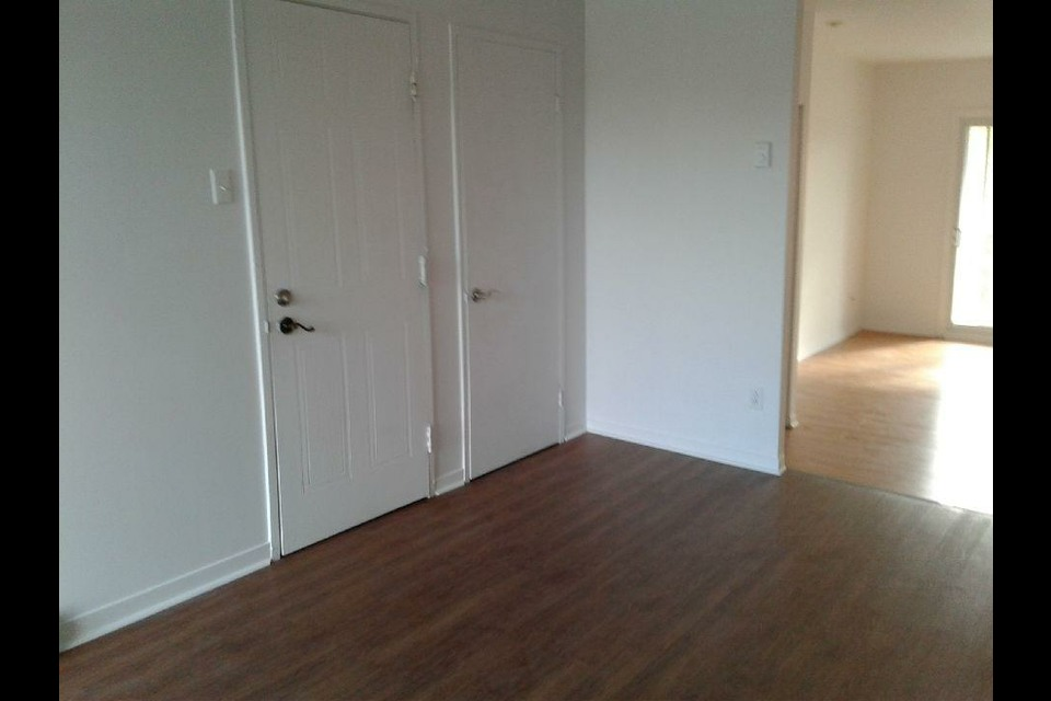 image 1 - Apartment - For rent - Laval   - 4 rooms