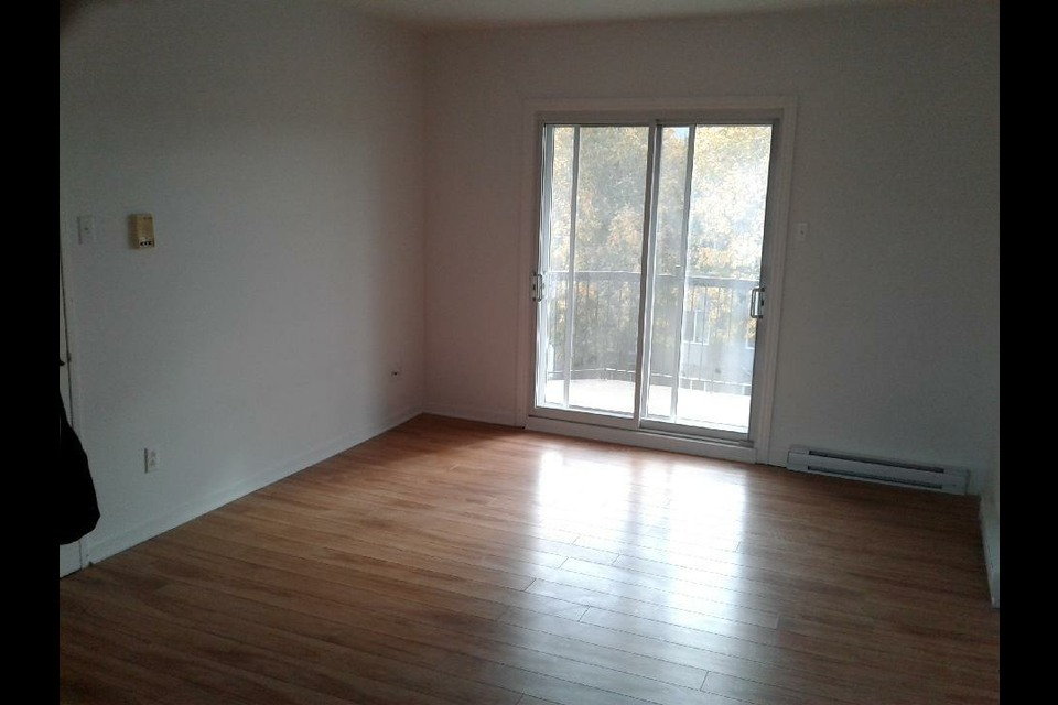 image 4 - Appartement - À louer - Laval   - 4 pièces