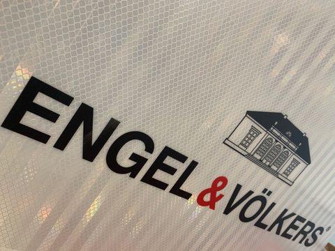 #1 - Pancarte Engel & Völkers réfléchissante